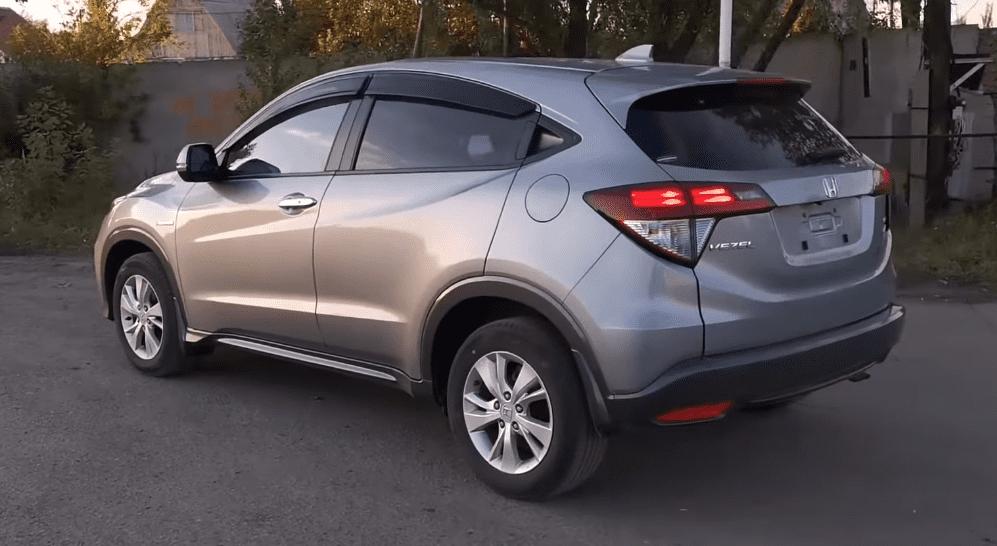 Хонда Везел гибрид вид сзади
