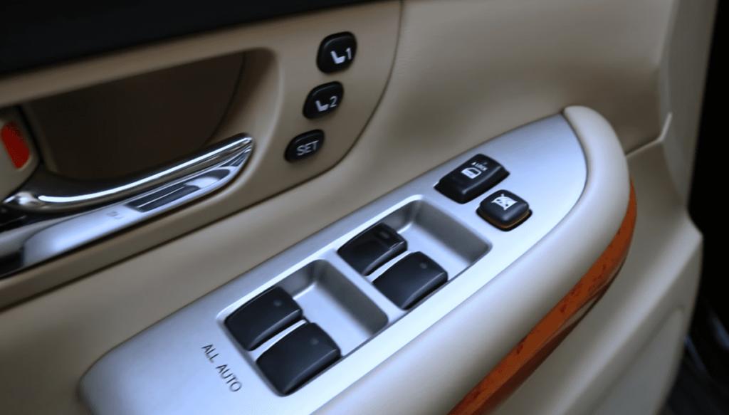 Lexus RX 400h салон дверь