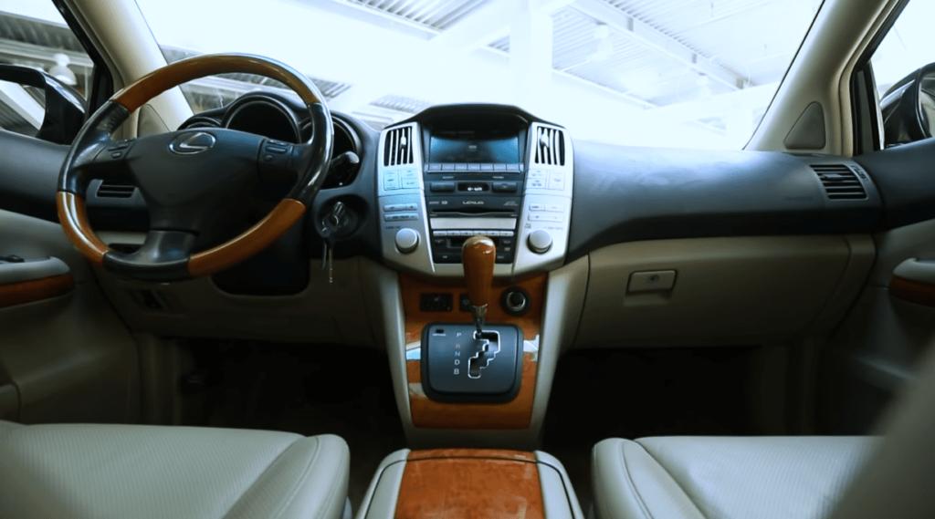 Lexus RX 400h салон приборная панель