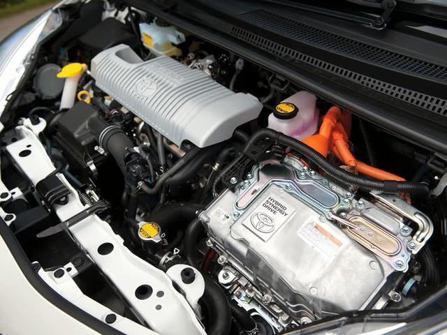 Двигатель Салон Тойота Ярис гибрид