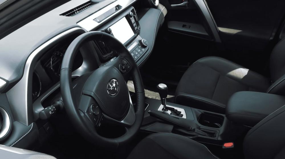 Салон Тойота Рав 4 гибрид