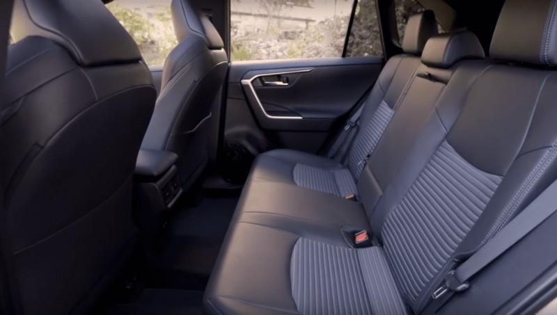 Тойота Рав 4 гибрид Задние сиденья