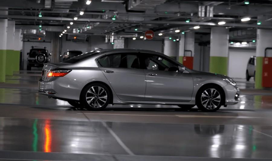 Вид сбоку Honda Accord Hybrid