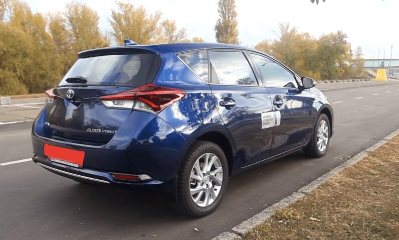 Toyota Auris Hybrid Внешний вид сзади