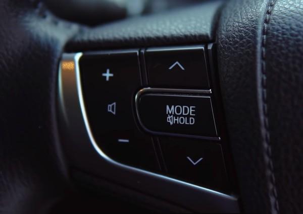 Кнопки управления мультимедиа на руле