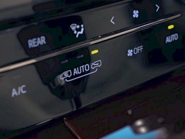 В данном автомобиле присутствует автоматический режим рециркуляции воздуха