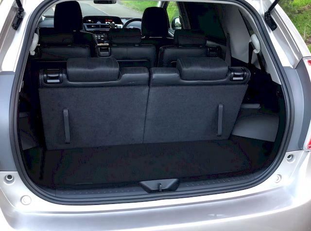 Багажник, третий рад сидений разложен