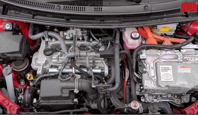 Гибридный двигатель Toyota Prius C