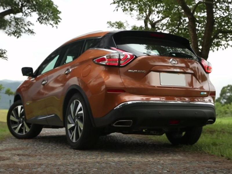 Nissan Murano Hybrid вид сзади