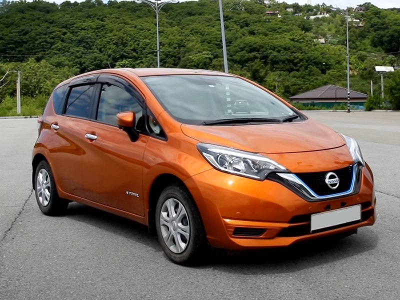 Nissan Note гибрид, вид спереди