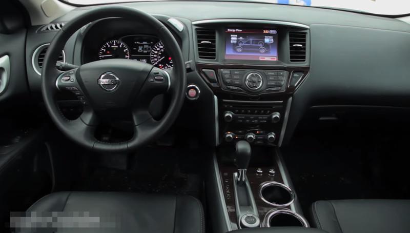 Nissan PATHFINDER гибрид салон