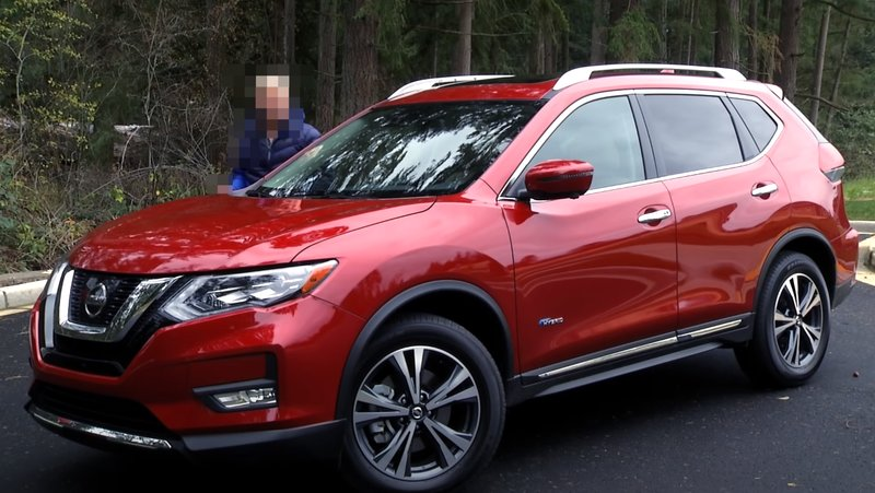 Nissan Rogue Hybrid вид спереди