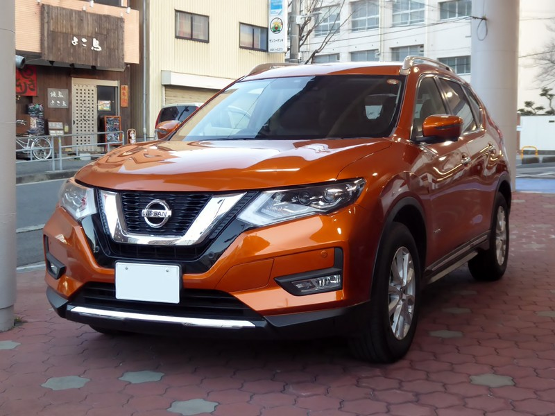 Nissan X-Trail Hybrid вид спереди