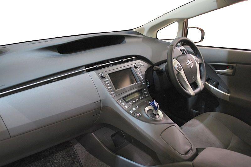 Салон Toyota Prius кузов 30, третье поколение