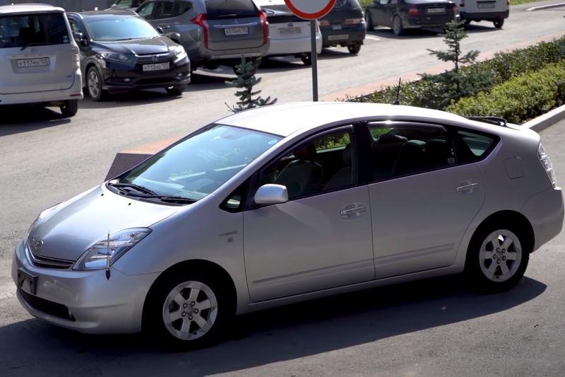 Тойота Приус 20 кузов, 2 поколение вид спереди