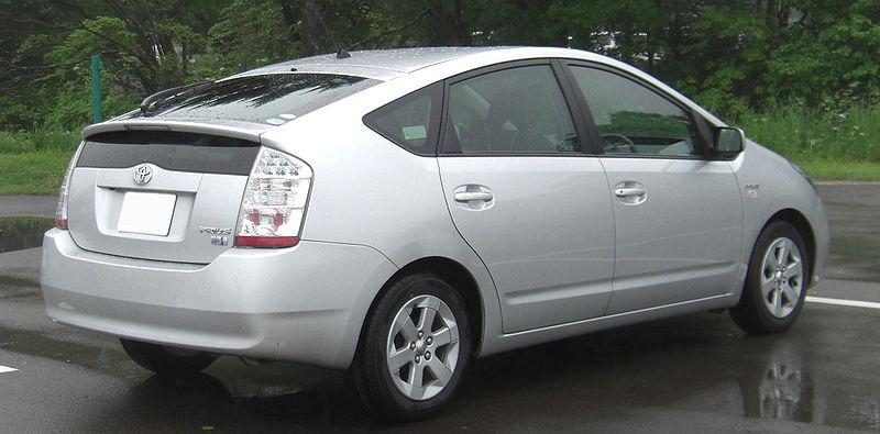 Toyota Prius NHW20 вид сзади