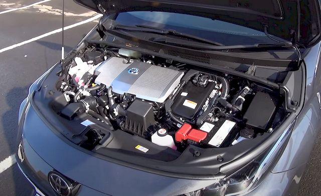 Toyota Prius PHV гибридный двигатель