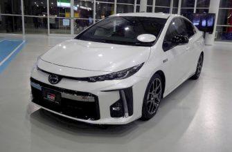 Вид спереди Toyota Prius PHV
