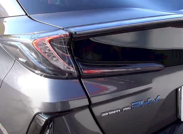 Задняя оптика Toyota Prius PHV