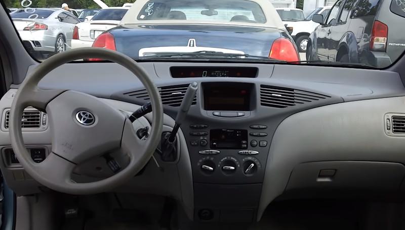 Toyota_Prius кузов 10, 1 поколение салон