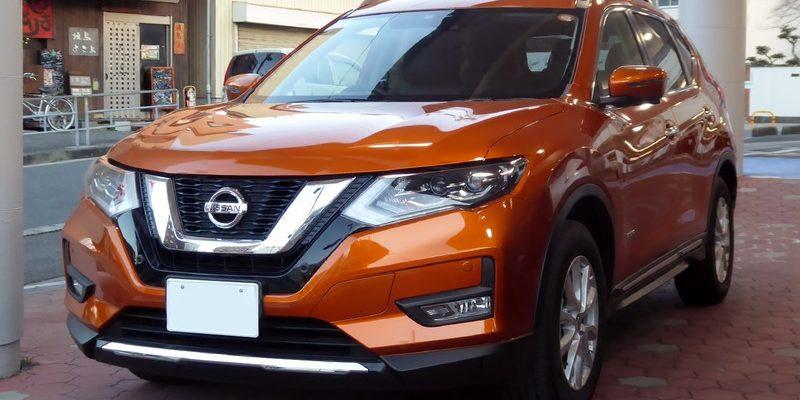 Nissan X-Trail гибрид вид спереди