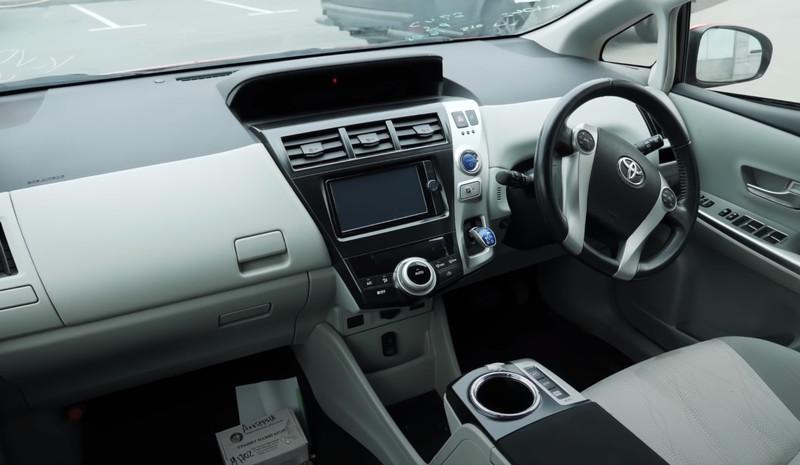 Салон Toyota Prius Alpha