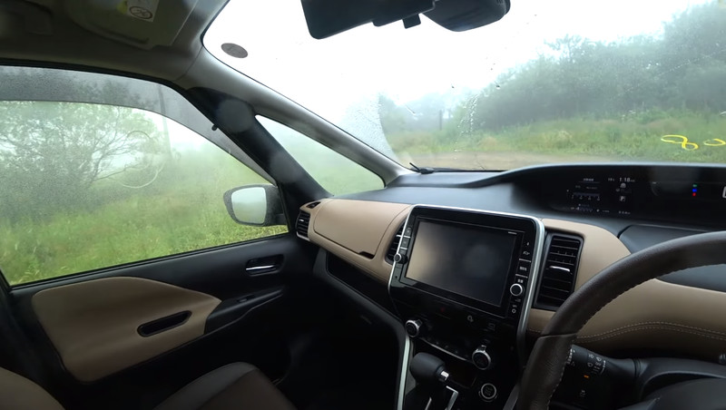 Nissan_Serena hybrid 2016 салон