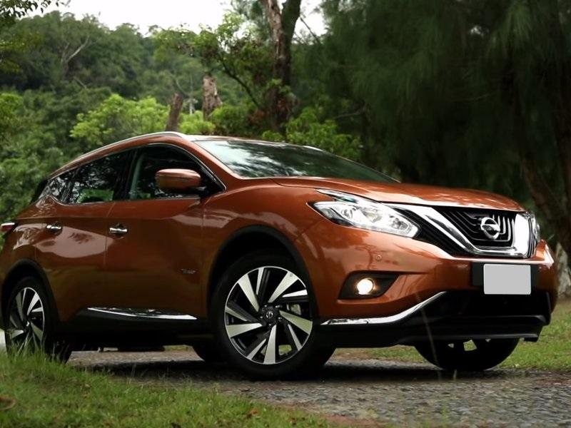 Nissan Murano гибрид вид спереди