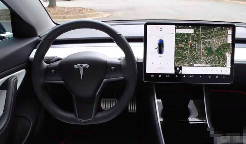 Центральная консоль Tesla Model 3