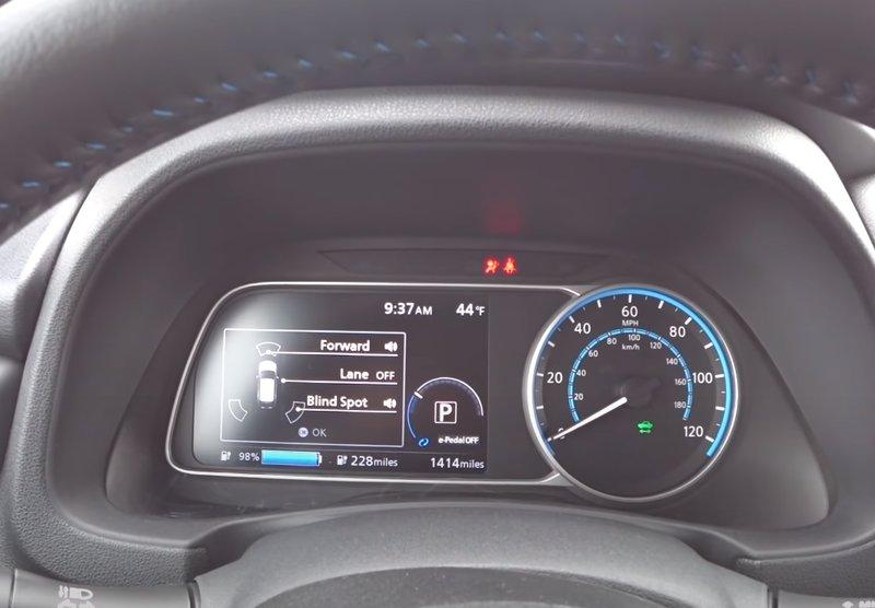 Приборная панель Nissan Leaf 2019