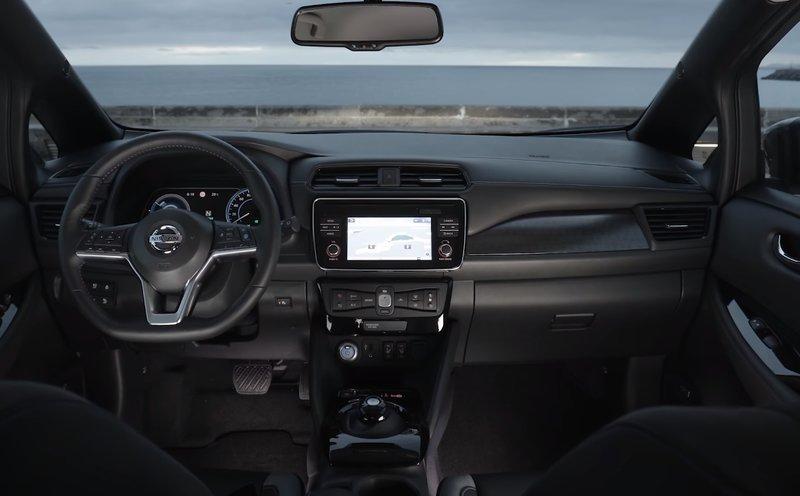 Центральная консоль Nissan Leaf 2018, 2 поколение
