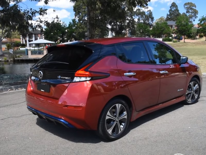 Внешний вид сзади Nissan Leaf