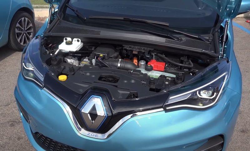 Renault Zoe подкапотное пространство