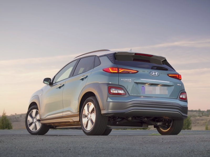 Hyundai Kona Electric вид сзади