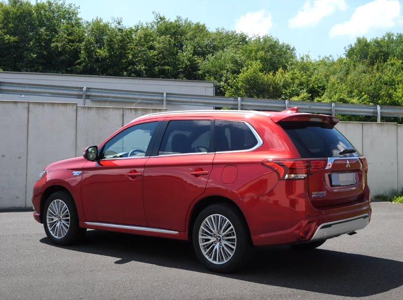 Mitsubishi Outlander PHEV гибрид
