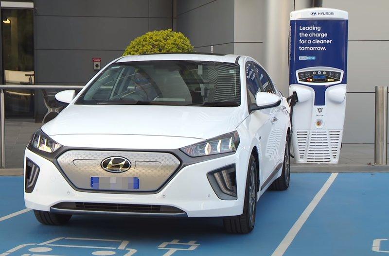 Hyundai Ioniq Electric вид спереди