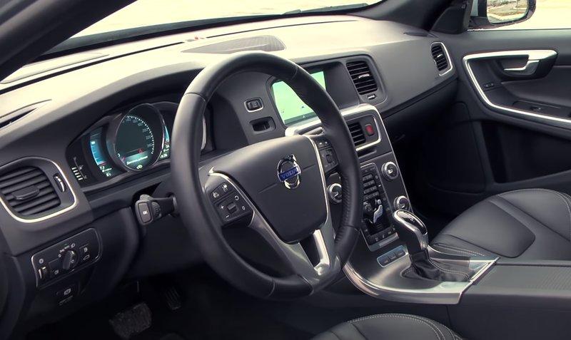 Интерьер Volvo V60 Plug-in Hybrid