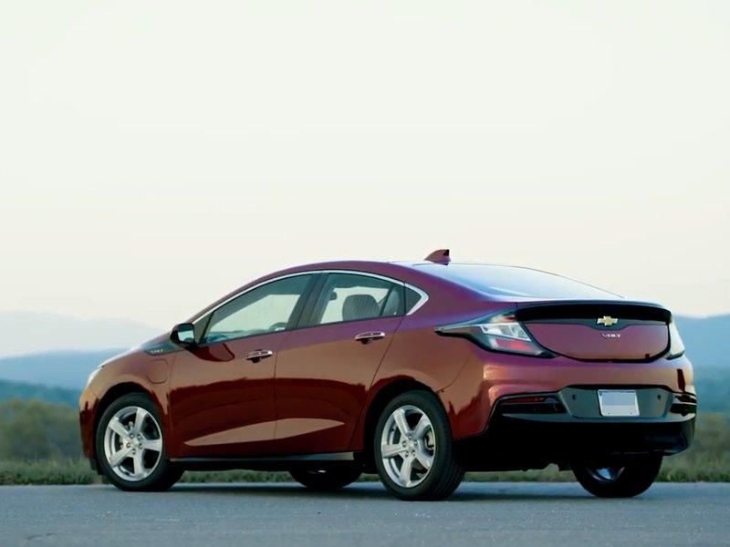 Chevrolet Volt вид сзади