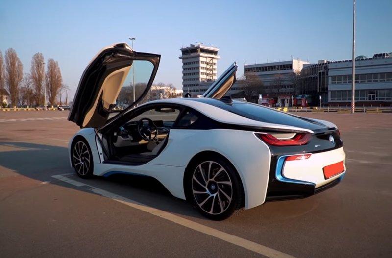 BMW i8 2020 года гибрид