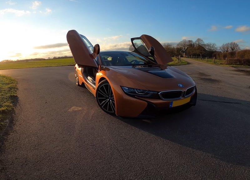 BMW i8 2020 года