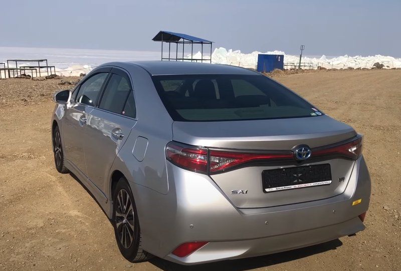 Toyota Sai гибрид вид сзади