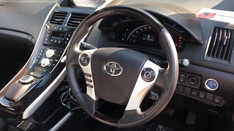 Интерьер Toyota Sai гибрид