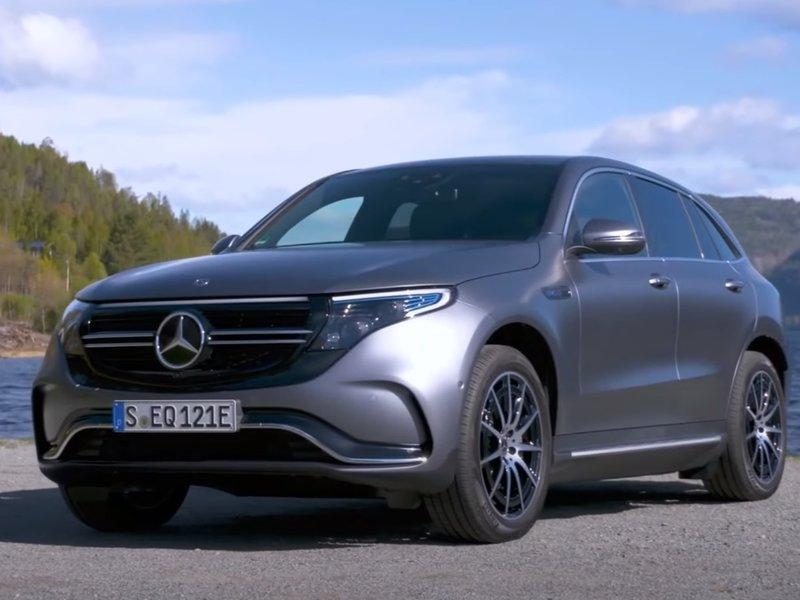 Вид спереди Mercedes-Benz EQC