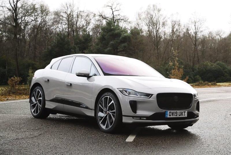 Jaguar I-Pace вид спереди