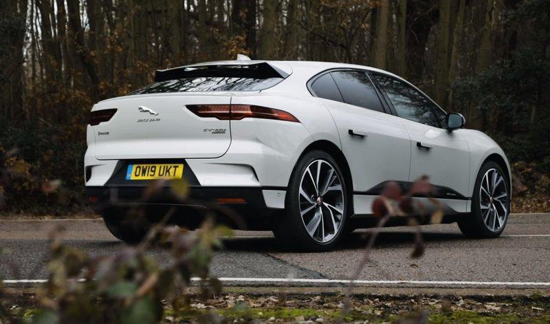 Jaguar I-Pace вид сзади