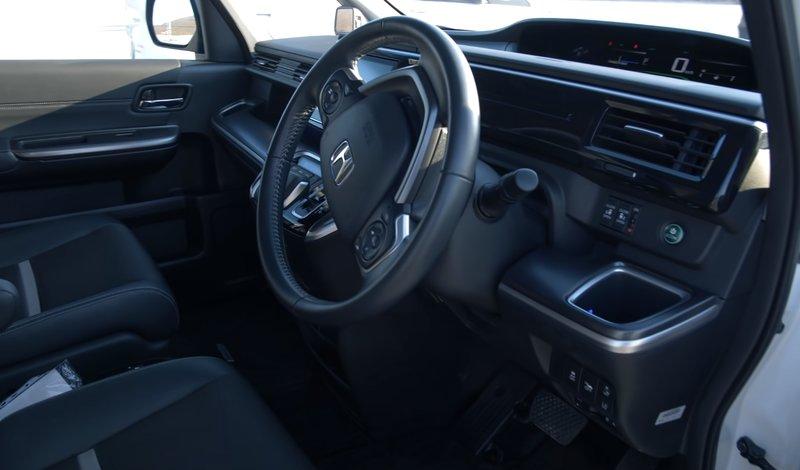 Honda StepWGN Spada гибрид - салон