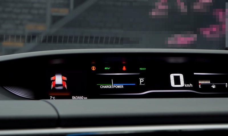 Honda StepWGN Spada гибрид - приборная панель