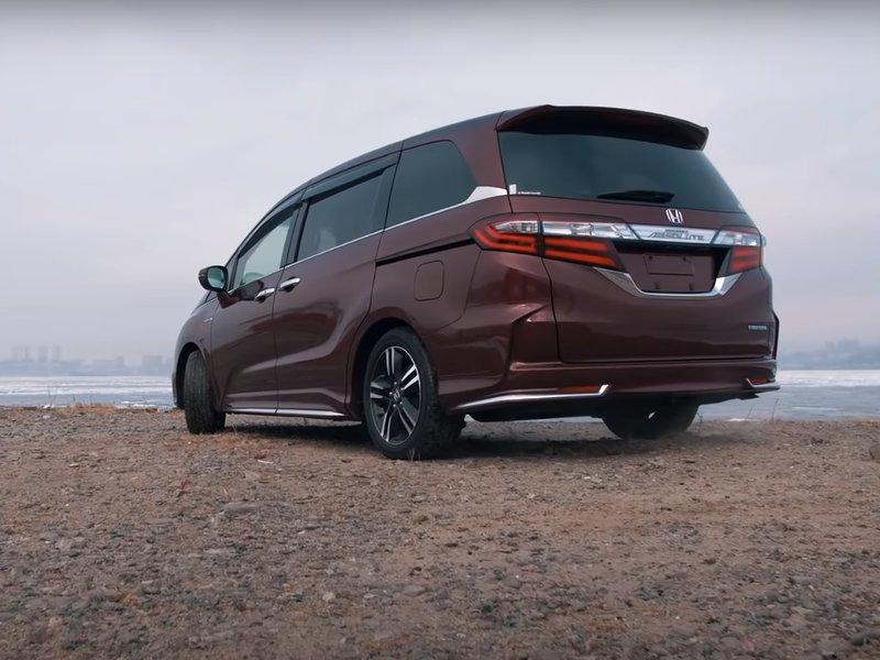 Honda Odyssey Hybrid - вид сзади