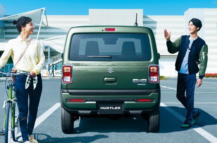Suzuki Hustler гибрид - вид сзади