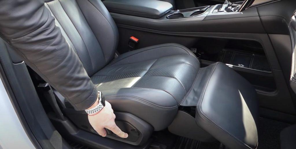 Передние сиденья - пассажирское сиденье с функцией раскладывания для удобного отдыха